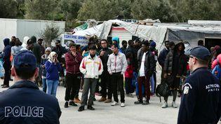 Des migrants dans un camp de Lesbos, le 16 mars 2017. (Photo d'illustration) (LOUISA GOULIAMAKI / AFP)