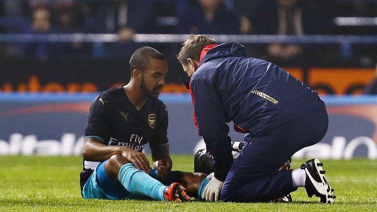 Theo Walcott, l'attaquant d'Arsenal, s'est blessé contre Sheffield Wednesay, en Coupe de la Ligue. (MATT WEST / BACKPAGE IMAGES LTD)