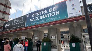 Le centre de vaccination de la porte de Versailles, le 5 mai 2021. (RICCARDO MILANI / HANS LUCAS)