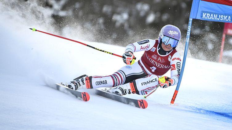Tessa Worley lors du slalom géant de Kranjska Gora le 16 janvier 2021 pour le compte de la Coupe du monde de ski alpin. (JURE MAKOVEC / AFP)