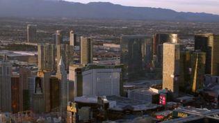 Toute la semaine, les équipes de France 2 se sont rendues dans la ville la plus folle des États-Unis, Las Vegas, pour répondre à une question : à quoi ressemble le quotidien loin de la fête, des casinos et des hôtels ? (CAPTURE ECRAN FRANCE 2)