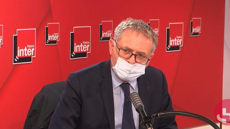 Le professeur Philippe Juvin, chef des urgences de l'Hôpital européen Georges-Pompidou (AP-HP) et maire LR de la Garenne-Colombes, le 30 avril sur France Inter. (FRANCEINTER / RADIOFRANCE)