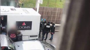 La journaliste Sophie Rodier fait le point après l'arrestation du conducteur du fourgon à Amiens (Somme). (FRANCE 2)