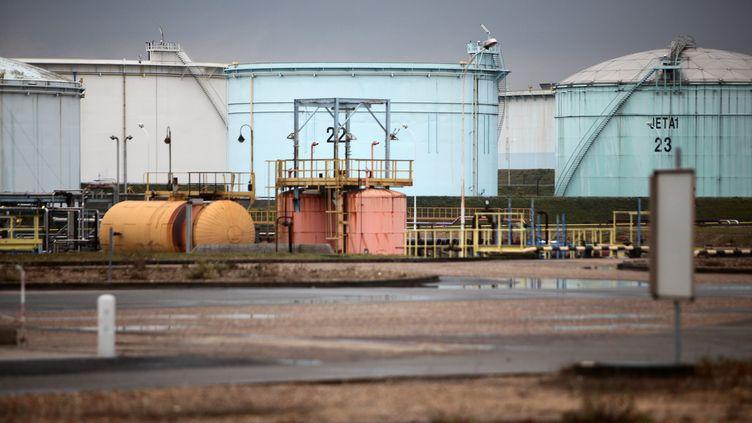 Un dépôt pétrolier Total, àGargenville (Yvelines), le 23 octobre 2010. (MAXPPP)