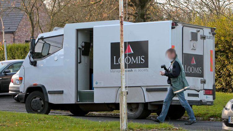(Une ex-gendarme de 27 ans, soupçonné d'avoir dérobé 260 000 euros sur un site du convoyeur de fonds Loomis a été remise à la justice française  © MaxPPP)