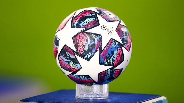Le ballon officiel de la Ligue des champions pour la saison 2020-2021. (JAN WOITAS / DPA-ZENTRALBILD / AFP)
