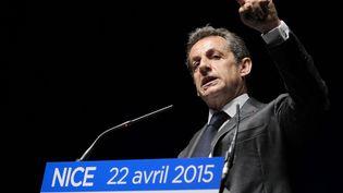 Le président de l'UMP Nicolas Sarkozy en meeting à Nice le 22 avril 2015. (JEAN CHRISTOPHE MAGNENET / AFP)