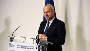 Le directeur général de la santé, Jérôme Salomon, lors d'une conférence de presse sur le Covid-19, le 17 décembre 2020. (MARTIN BUREAU / AFP)