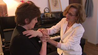 La pianiste Diana Ciocarlie entre les mains de Coralie Cousin  (France 2 / culturebox)