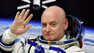 L'astronaute Scott Kelly, aucosmodrome de Baïkonour (Russie), le 27 mars 2015. (KIRILL KUDRYAVTSEV / AFP)