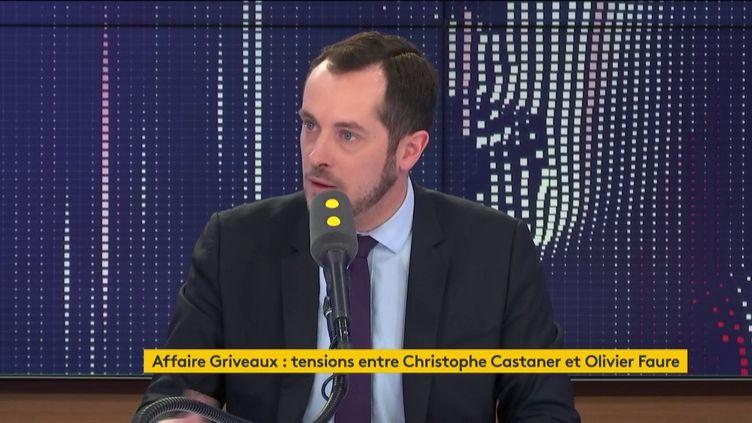 """Nicolas Bay, député européen du Rassemblement national, était l'invité du """"8h30 franceinfo"""" du jeudi 20 février (capture écran). (FRANCEINFO / RADIOFRANCE)"""