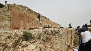 """Un """"djeddar"""", mausolée pyramidal, à Frenda, près de Tiaret, dans le nord de l'Algérie (23 avril 2018)  (Ryad Kramdi / AFP)"""