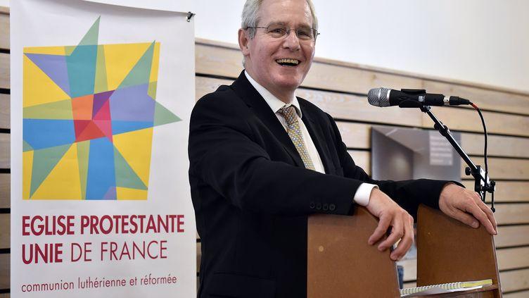 Le président de l'Eglise protestante unie de France, le pasteur Laurent Schlumberger, lors du synode national, à Sète (Hérault), le 14 mai2015. (PASCAL GUYOT / AFP)
