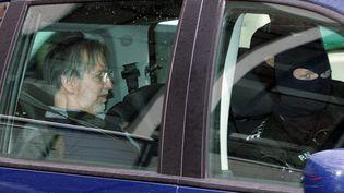 Le tueur en série Michel Fourniret arrive au palais de justice de Charleville-Mézières en 2008. (FRANCOIS NASCIMBENI / AFP)