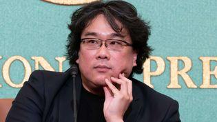 """Le réalisateur Bong Joon-ho le 23 février 2020 à Tokyo, pour une conférence de presse sur son film """"Parasite"""" (MASATOSHI OKAUCHI / REX / SIPA / SHUTTERSTOCK)"""