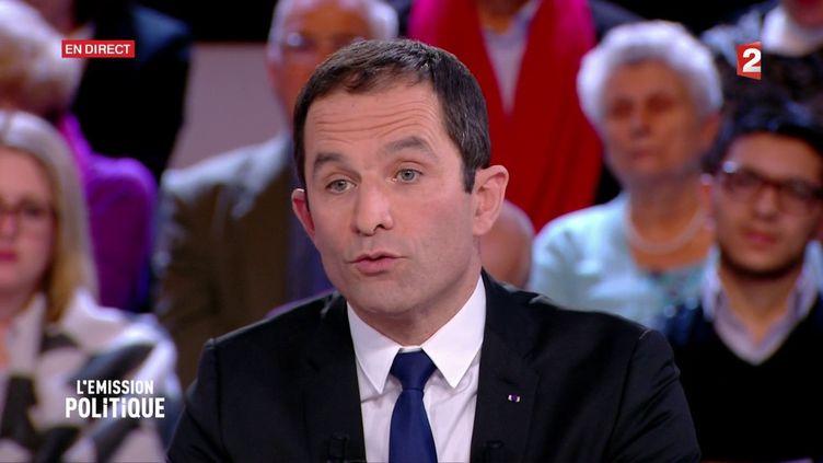 """Benoît Hamon, candidat à la primaire de la gauche, le 8 décembre 2016 sur le plateau de """"L'Emission politique"""", sur France 2. (FRANCE 2)"""