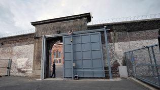Une porte de la maison d'arrêt de Béthune, en mai 2011. (PHILIPPE HUGUEN / AFP)