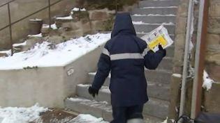 Parmi les personnes les plus vulnérables au froid, il y a aussi ceux qui travaillent dehors. (FRANCE 3)