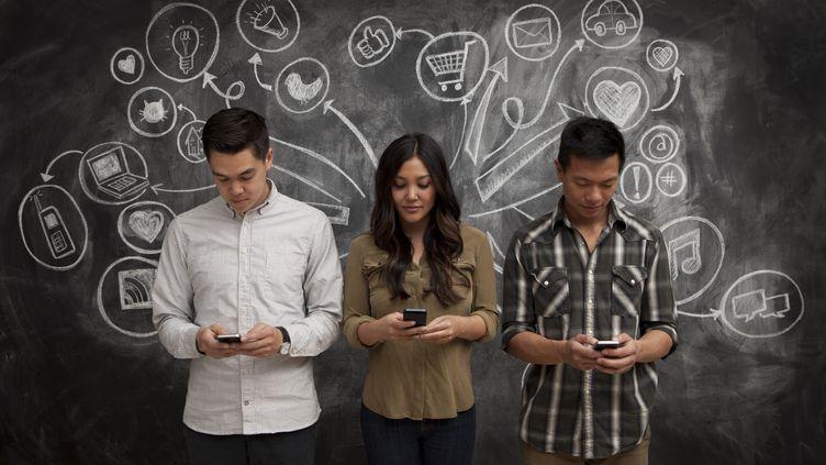 La Commission européenne a signé un accordavec la Corée du Sud, le 16 juin 2014, pour le développement de la 5G, cinquième génération de réseaux mobiles. (JUSTIN LEWIS / STONE SUB / GETTY IMAGES)