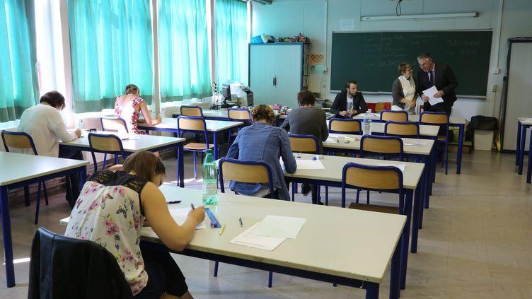 Des étudiants passent leur examen de CAP, àFreyming-Merlebach (Moselle), le 11 juin 2015. (MAXPPP)