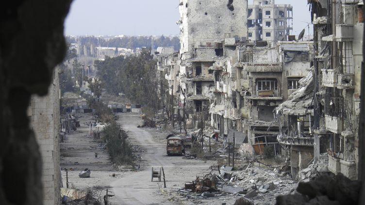 Des bâtiments endommagés par les bombardements, à Homs (Syrie), le 9 janvier 2014. (REUTERS)