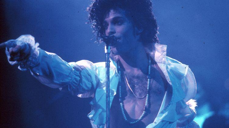 Prince Rogers Nelson sur scène durant la tournée Purple Rain, le 19 février 1985 à Inglewood, Californie (Etats-Unis). (MICHAEL OCHS ARCHIVES / MICHAEL OCHS ARCHIVES)