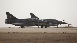Des Mirage 2000 de l'armée française sur une base jordanienne, en octobre 2012. (KENZO TRIBOUILLARD / AFP)