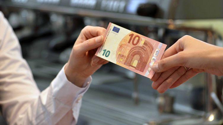 """La pratique du """"cash back"""" est déjà autorisée dans plusieurs pays, comme le Royaume-Uni. Image d'illustration. (EUROPEAN CENTRAL BANK / ANADOLU AGENCY / AFP)"""