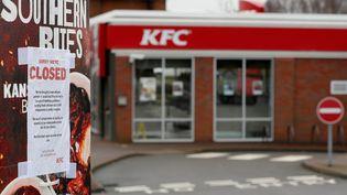 Un restaurant KFC contraint de fermer provisoirement ses portes, le 19 février 2018 à Coalville (Royaume-Uni), après des problèmes de livraison. (DARREN STAPLES / REUTERS)