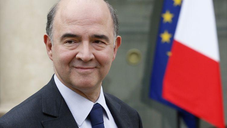 Le ministre de l'Economie et des Finances, Pierre Moscovici, le 20 mars 2013, à la sortie du Conseil des ministres, à l'Elysée (Paris). (PATRICK KOVARIK / AFP)