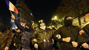 Des policiers encagoulés lors d'unemanifestation non autorisée, jeudi 20 octobre, à Paris. (BERTRAND GUAY/AFP)