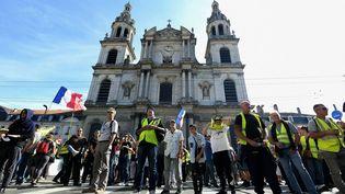 """Des manifestants lors d'un rassemblement de """"gilets jaunes"""" à Nancy (Meurthe-et-Moselle), le 14 septembre 2019. (JEAN-CHRISTOPHE VERHAEGEN / AFP)"""