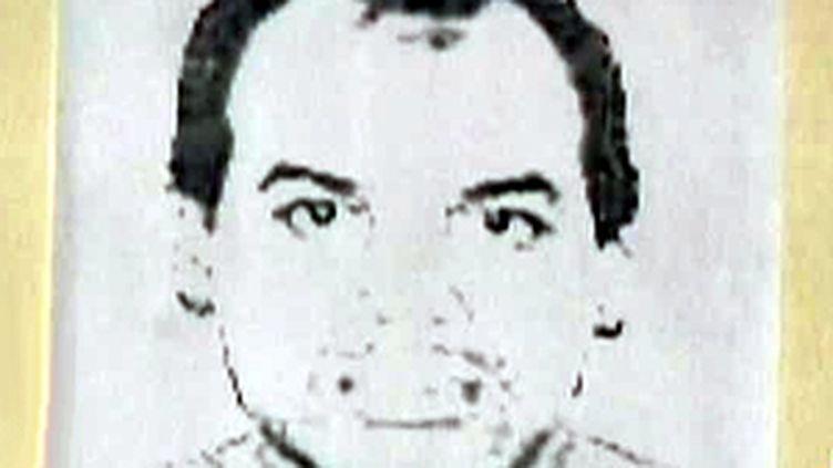 Un portrait d'Orlando Zapata Tamayo affiché sur un mur (France 2)