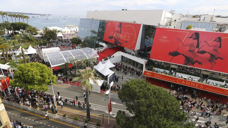 Vue sur le Palais des festivals, à Cannes (Alpes-Maritimes), le 18 mai 2017. (ALEXANDER SANDVOSS / AFP)