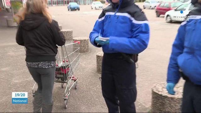 Confinement : rappel à l'ordre devant les supermarchés