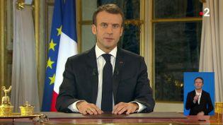 Emmanuel Macron lors de son allocution télévisée du 10 décembre 2018. (FRANCEINFO)