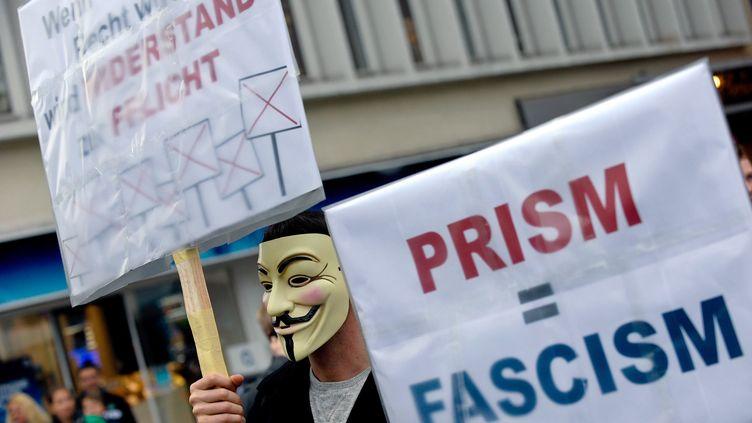 Manifestation contre leprogramme américain d'espionnage des communications électroniques mondiales, Prism, à Hanovre (Allemagne) le 29 juin 2013. (PETER STEFFEN / MAXPPP)