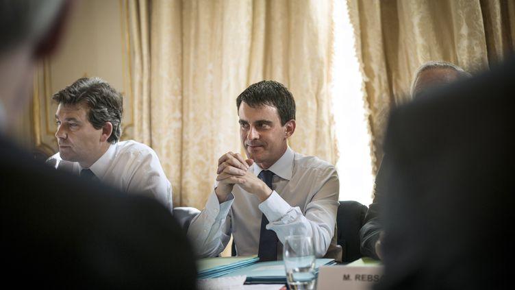 Manuel Valls rencontre pour la première fois le Medef et les partenaires sociaux, le 11 avril 2014. (FRED DUFOUR / AFP)