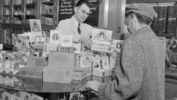 Un bureau de tabac dans les années 50 à Boston (Massachusetts). (SUPERSTOCK / SUPERSTOCK RM)