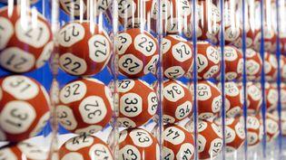 """Pour jouer, il suffisait à un parieur d'acheter un billet """"Happy Day"""", du nom de l'émission, et de le renvoyer dûment rempli à Swisslos, la loterie suisse. (JOEL SAGET / AFP)"""