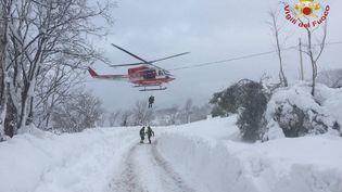 Avalanche. (VIGILI DEL FUOCO / DPA / AFP)