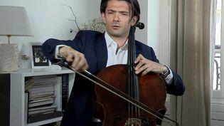 Cette semaine, le musicien classique Gautier Capuçon a lancé un appel: il a proposé des concerts gratuits de violoncelle dans les communes qui en feraient la demande. (France 2)