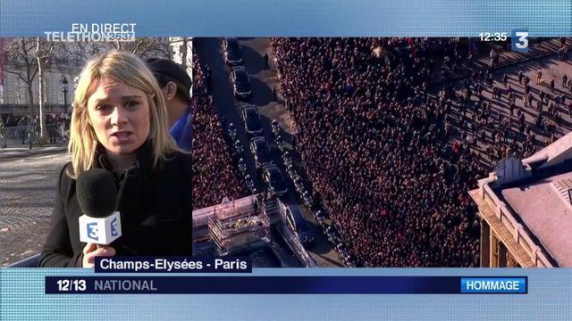 Mort de Johnny Hallyday : une ferveur impressionnante sur les Champs-Elysées