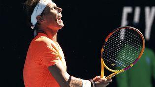 Rafael Nadal lors du premier tour de l'Open d'Australie 2021, le 9 février à Melbourne. (DAVID GRAY / AFP)