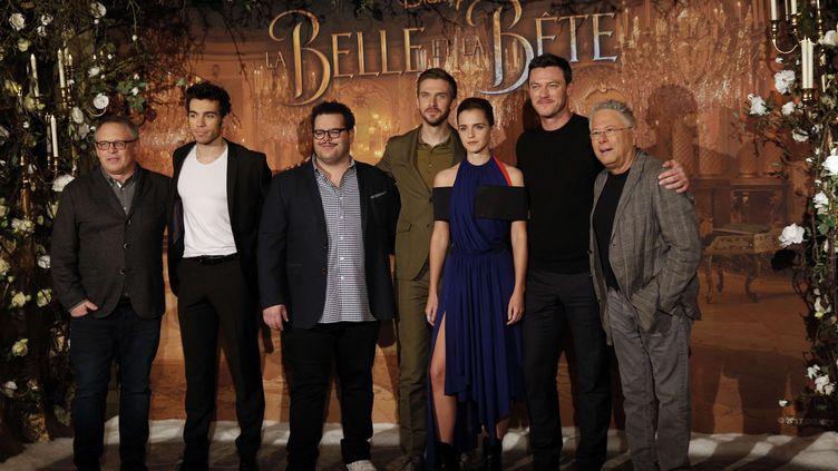 """L'équipe du film """"La Belle et la Bête"""", le 20 février 2017, à Paris. (CHRISTOPHE ENA / AP / SIPA)"""