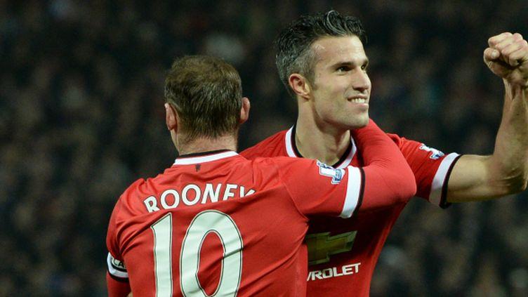 Wayne Rooney et Robin van Persie ont tous les deux marqué lors la large victoire de Manchester United devant Hull City (3-0).