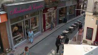 Pour laisser plus de place aux commerçants, la municipalité a mis en place la piétonnisation de certaines rues à la suite du déconfinement. (France 2)