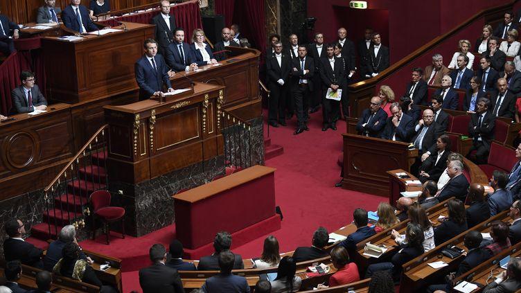 Le président de la République Emmanuel Macron s'adresse aux parlementairesréunis en Congrès, lundi 3 juillet 2017 à Versailles. (ERIC FEFERBERG / AFP)