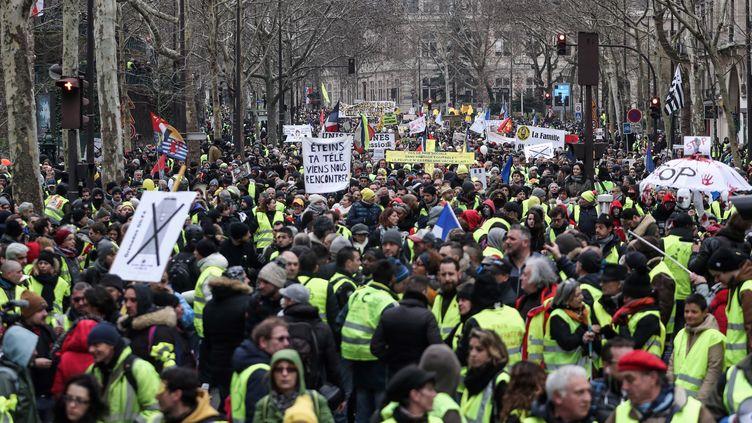 """Une manifestation de """"gilets jaunes"""" à Paris le 2 février 2019. (ZAKARIA ABDELKAFI / AFP)"""
