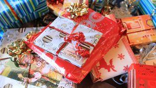 Les Français comptent dépenser le même budget qu'en 2014 pour leurs achats de Noël. (CATHERINE LEBLANC / PHOTONONSTOP / AFP)